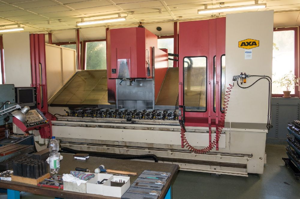 AXA VSC-2-3000 AND ANAYAK ANAKMATIC 9 CNC VERTICAL MACHINING CENTRES LOT (2.94M X 600 X 600) AND  (1M X 534 X 510)