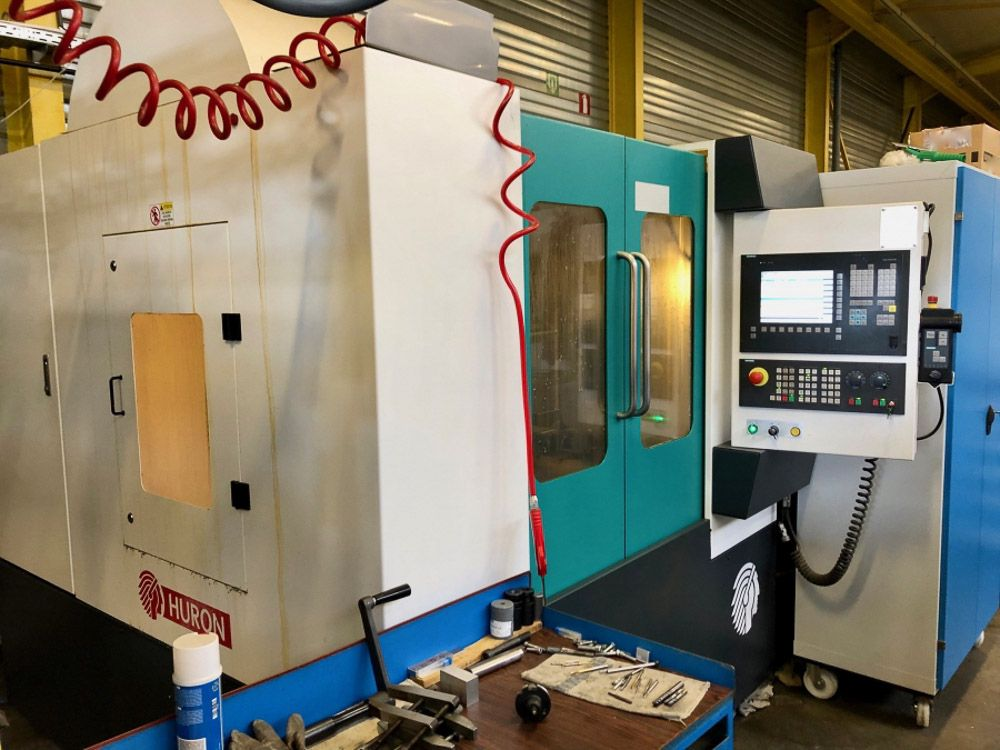 HURON VX8 CNC VERTICAL MACHINING CENTRE